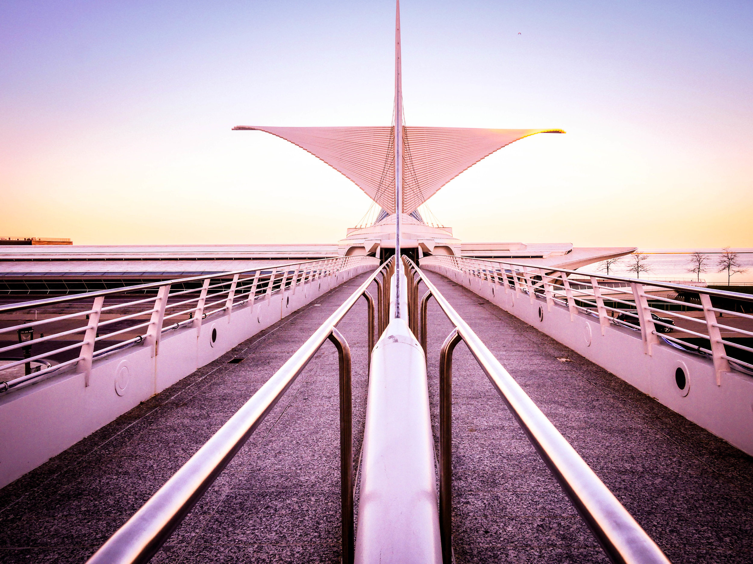 The Reimann Bridge connects pedestrians from downtown Milwaukee to the Milwaukee Art Museum.