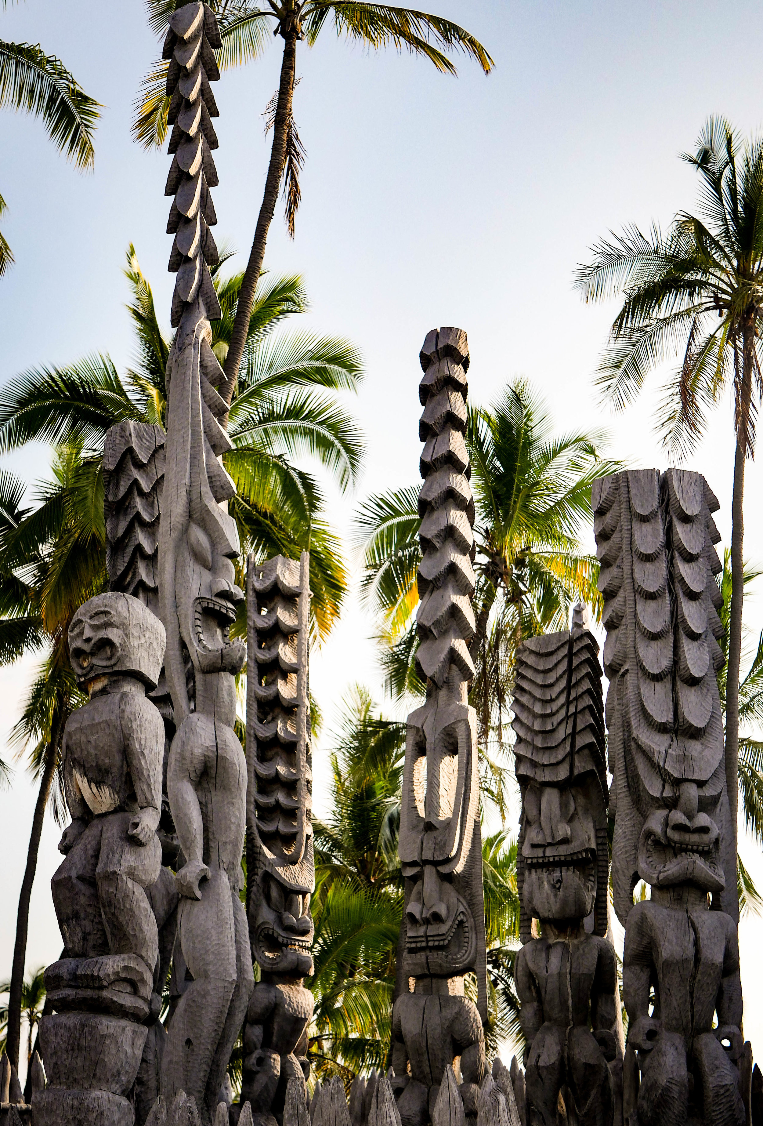 Kii, or protector statues, in front of the reconstructed Hale o Keawe