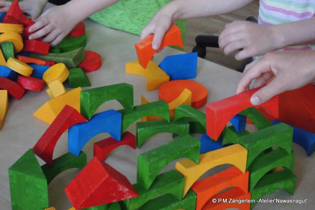 Viele Hände haben hergestellt und können jetzt aufbauen...