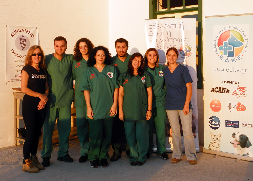 The team of EDKE with the volunteer Mairi Tavernaraki and Litsa Passari