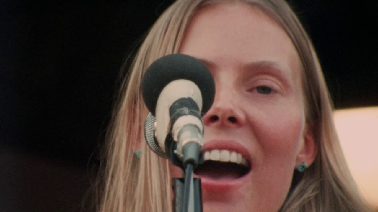 "Joni Mitchell ""Both Sides Now Live"" At The Isle Of Wight Festival 1970"
