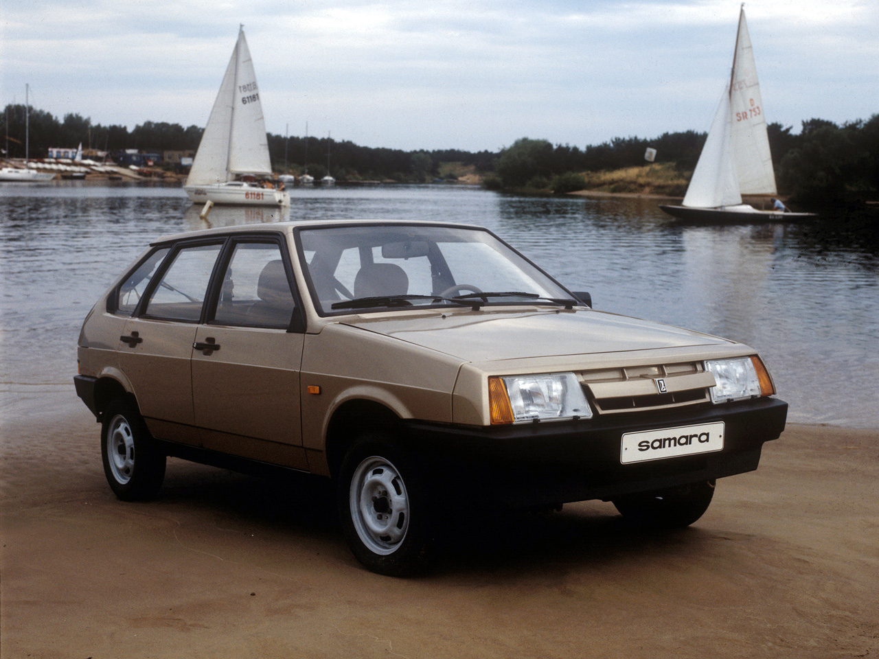 This is what my Lada Samara looked like. Stunning!