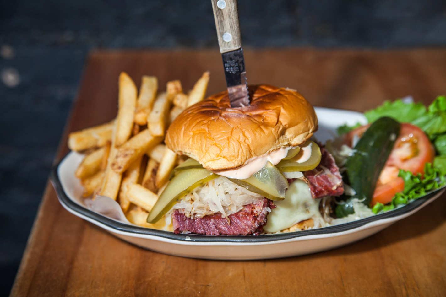 07-black-tap-reuben-burger-2.w710.h473.2x.jpg