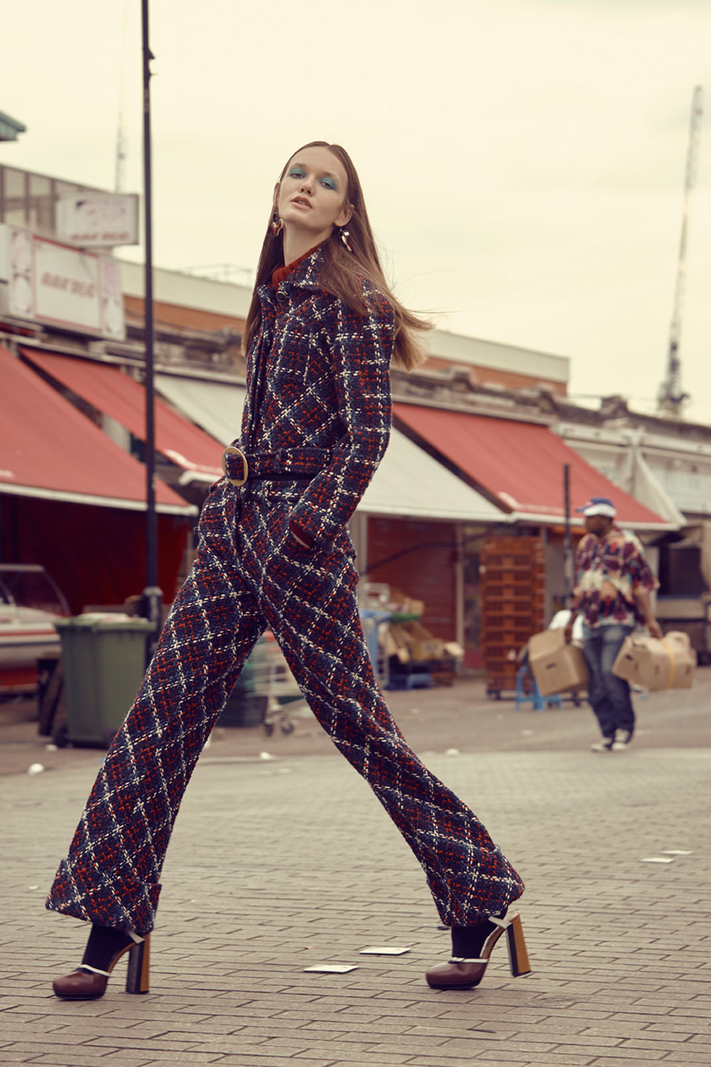 WW03Editorial_PlaidsAndTweed_London-Market5.jpg