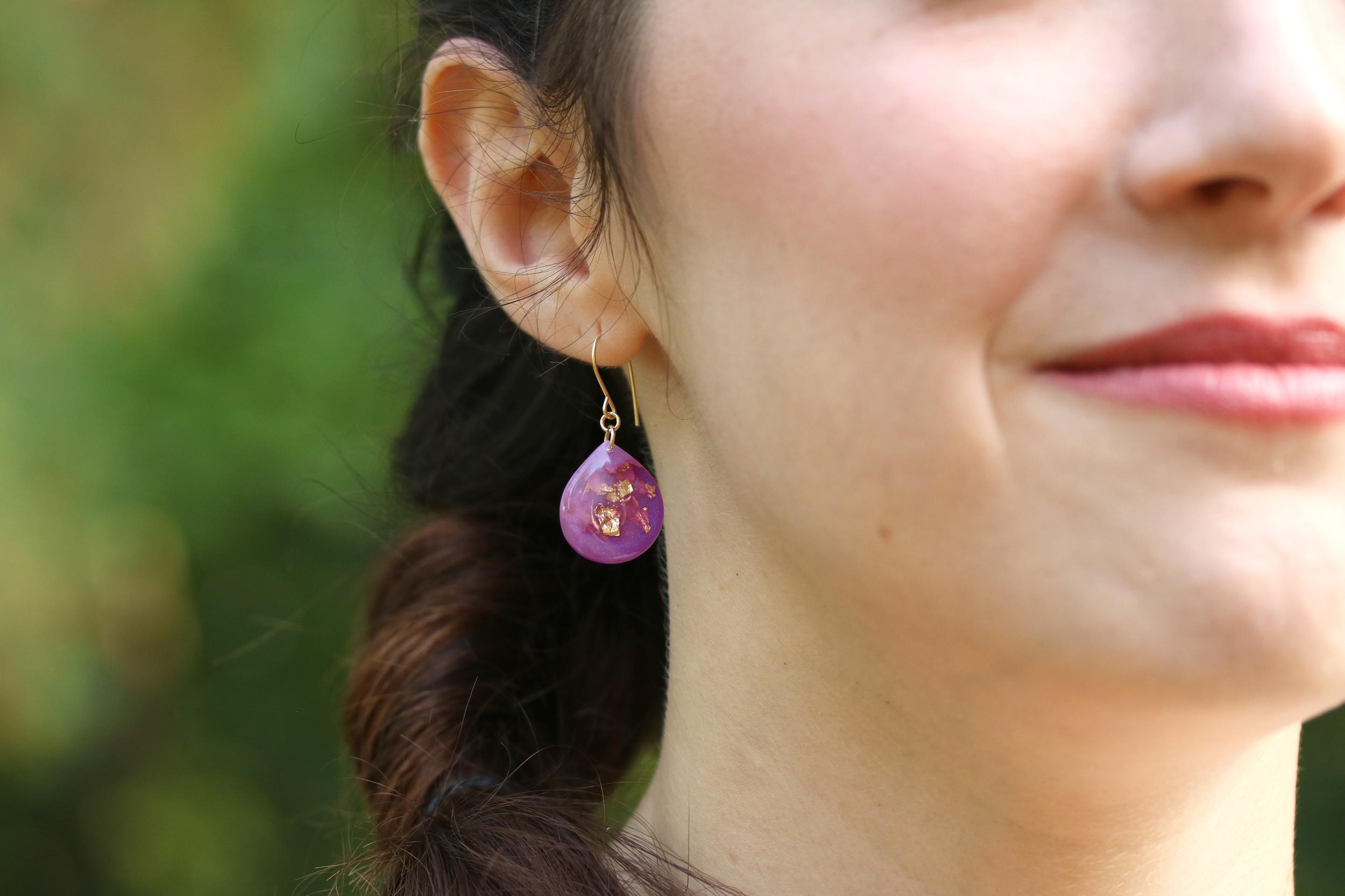 mid gold leaf teardrop earrings
