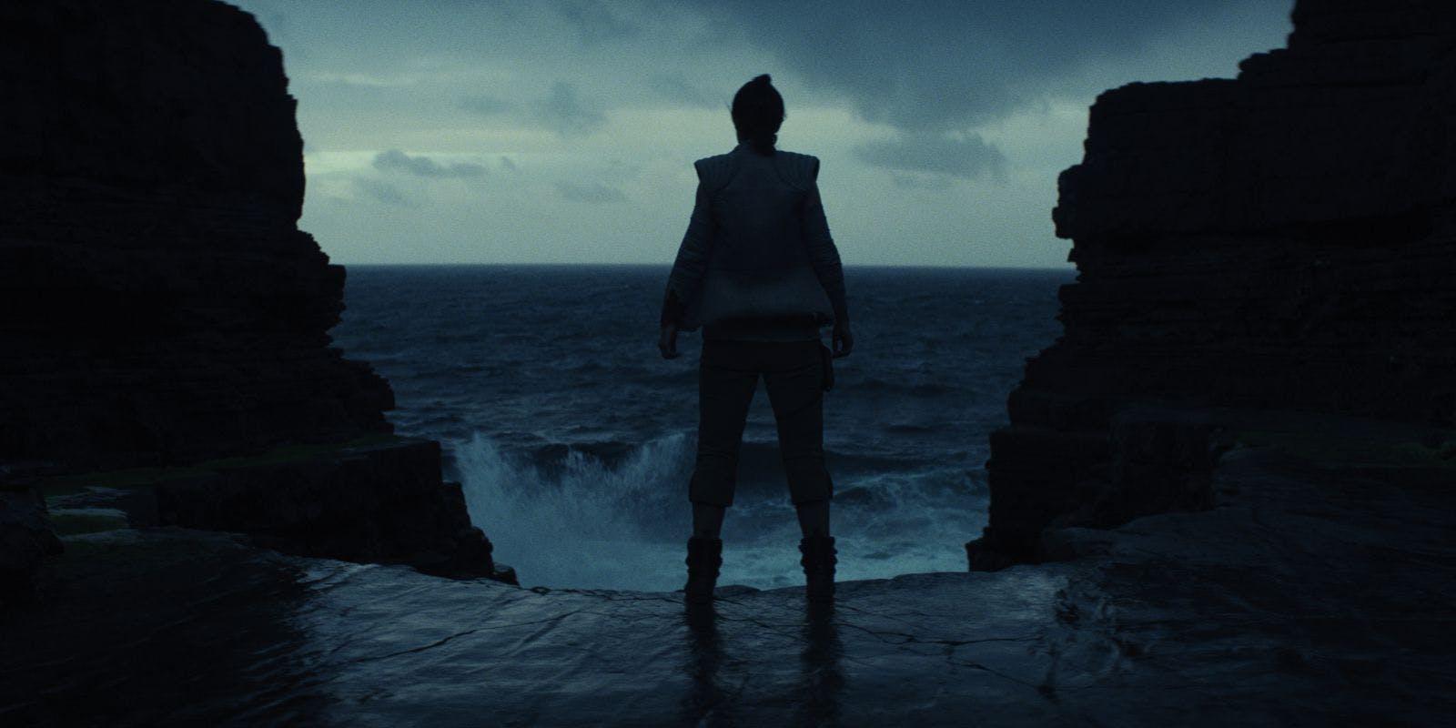 Star-Wars-The-Last-Jedi-teaser-trailer-Rey-on-Ahch-To.jpg