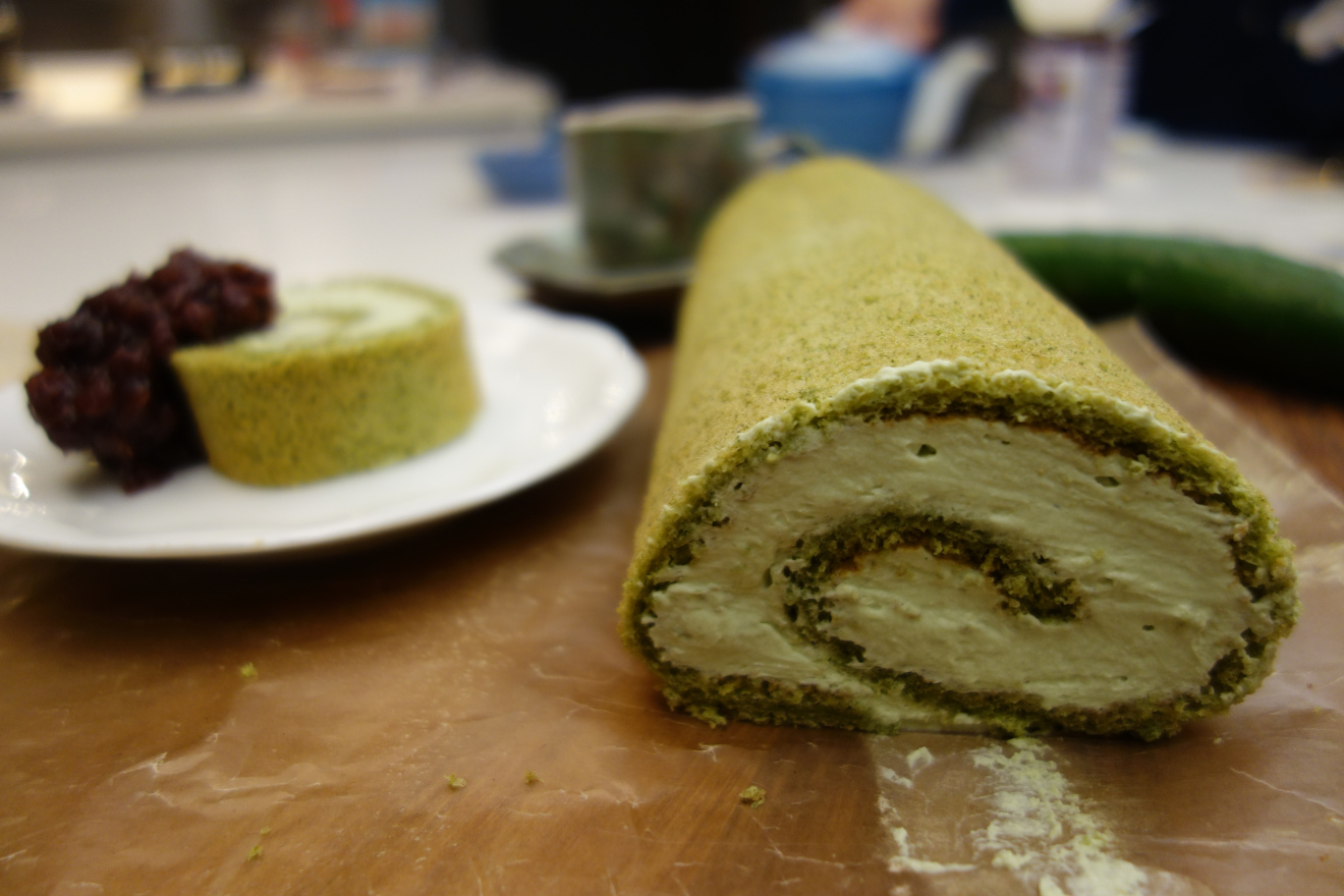 sunday-supper-sushi-party-matcha-green-tea-roll-cake-red-bean
