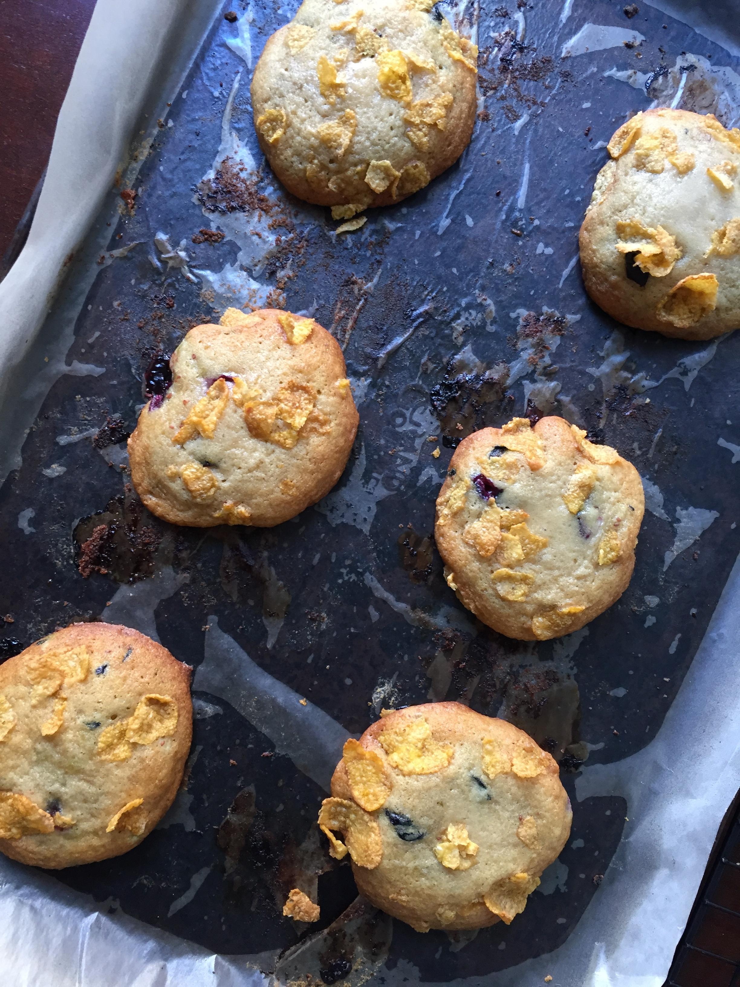 blueberry-cornflake-cookies-pan