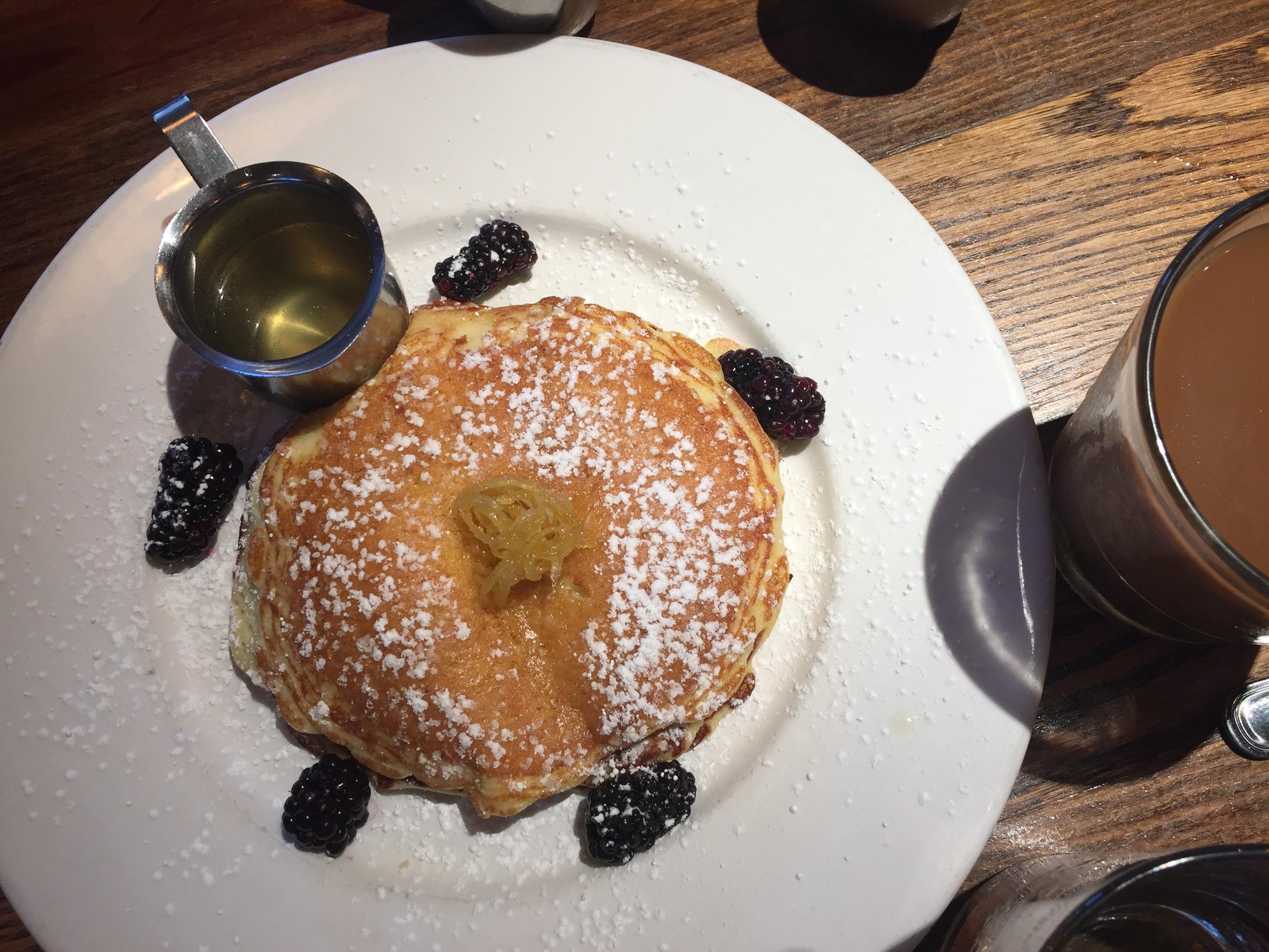 chicago-restaurant-beatrix-blueberry-lemon-pancake