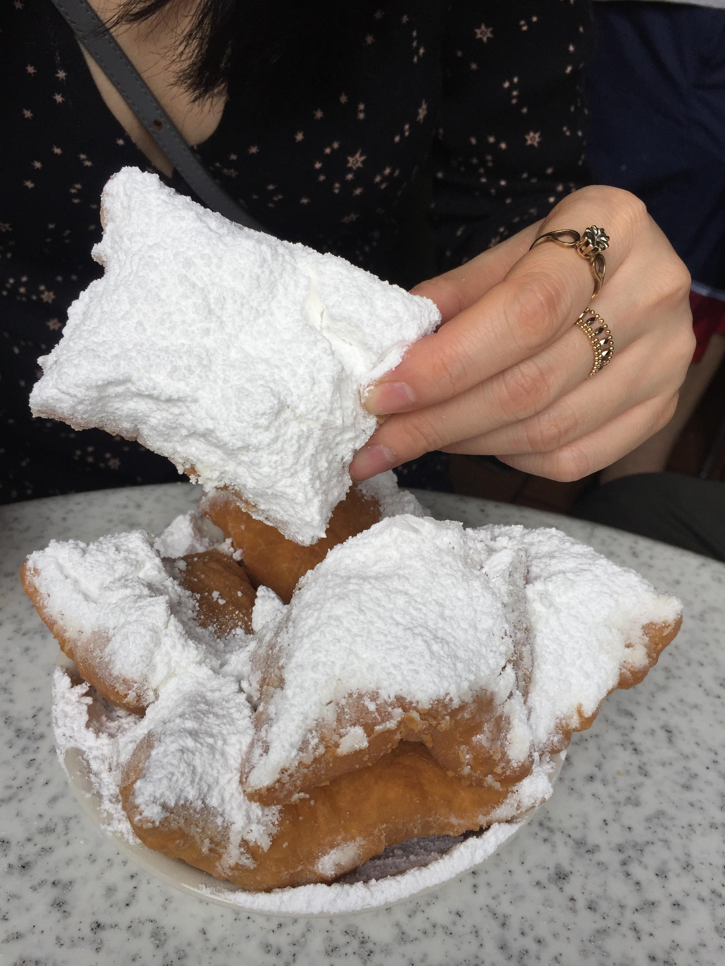 NOLA-french-quarters-cafe-du-monde-beignets