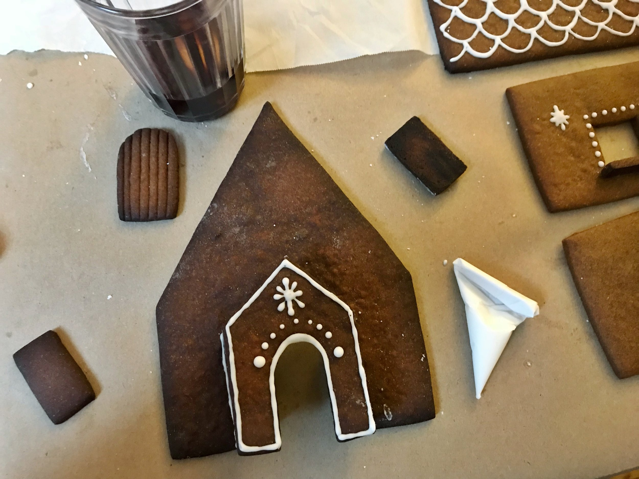 24hourkitchen-all-from-scratch-gingerbread-house-wall