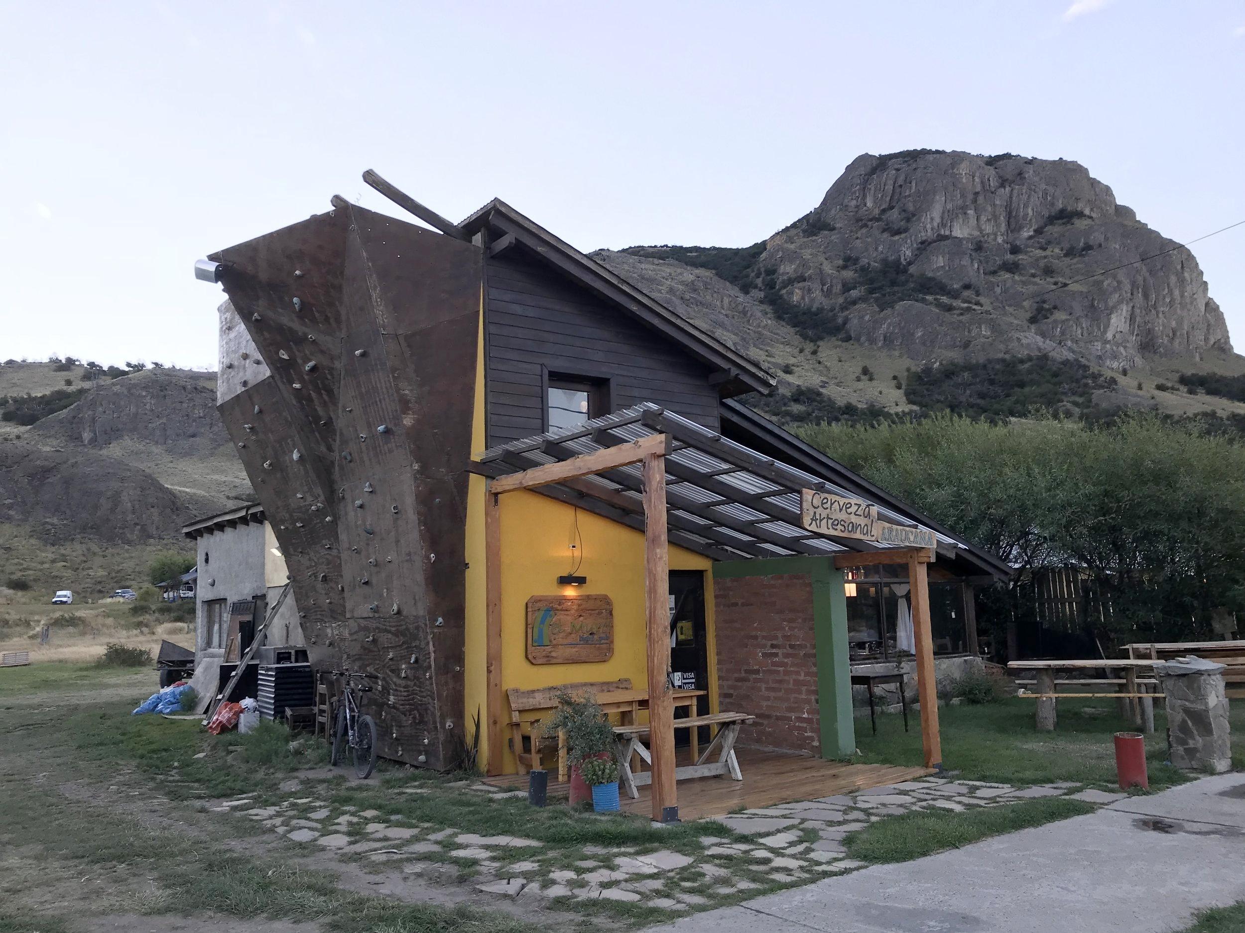 24hourkitchen-travel-argentina-el-chalten-patagonia-restaurants-guide-el-muro