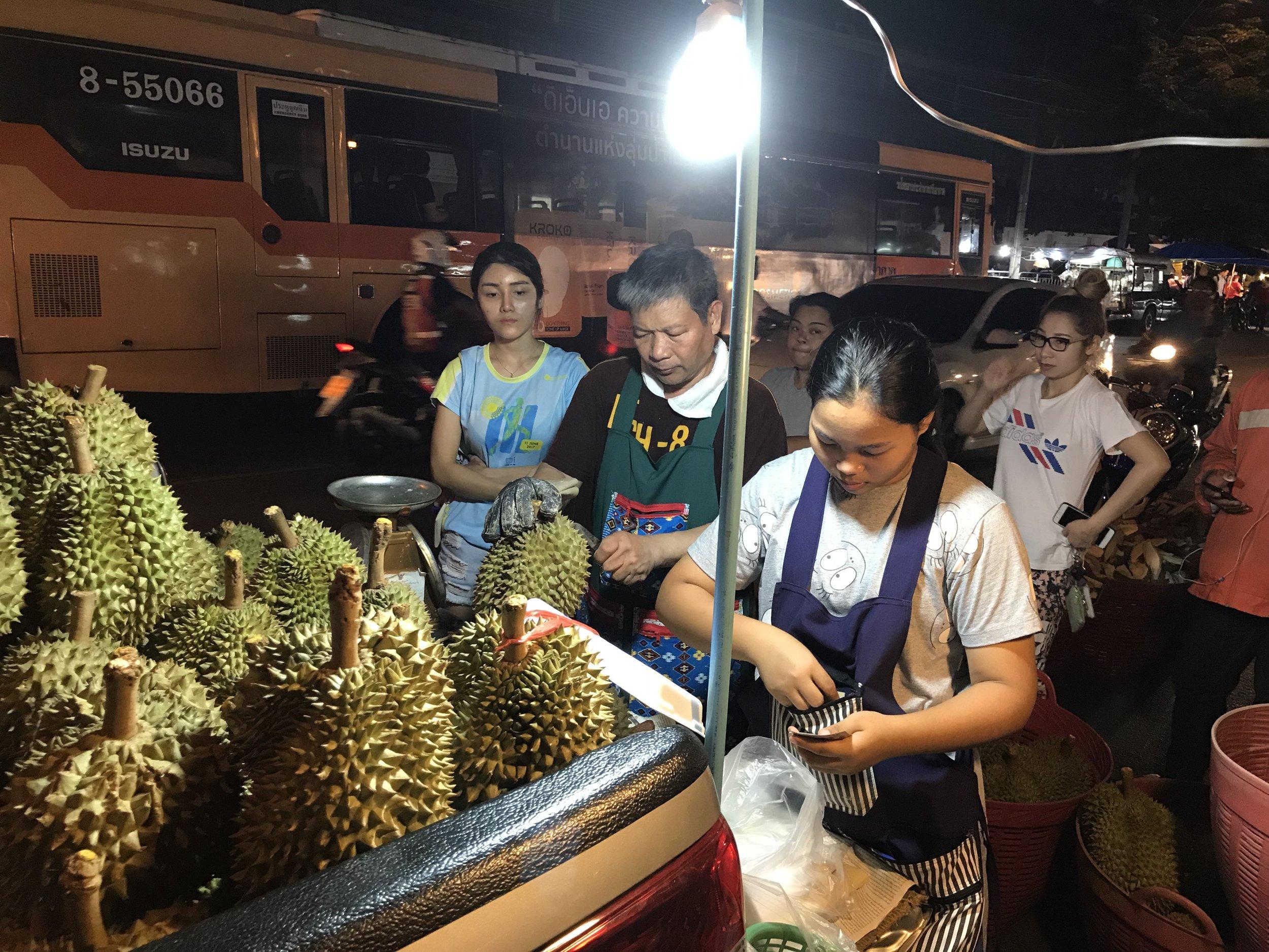 24hourkitchen-travel-thailand-bangkok-fruit-ortorkormarket-ganyao-durian