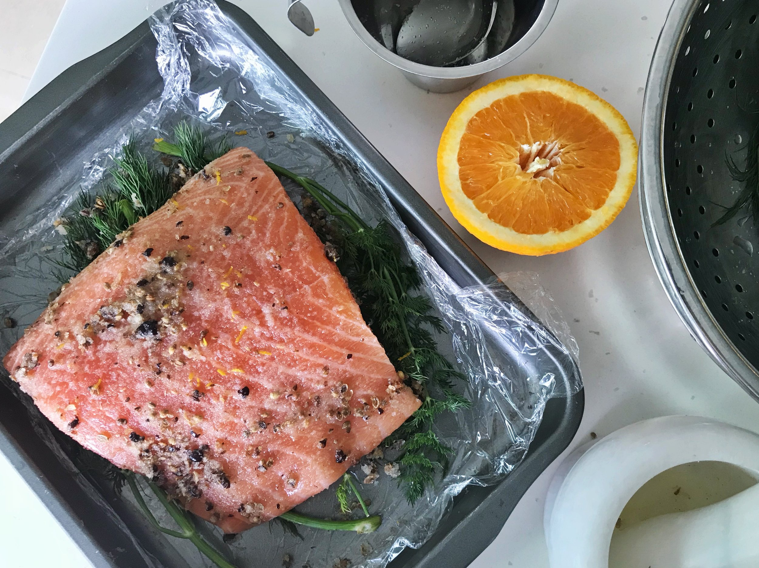 24hourkitchen-recipe-whole30-sugar-free-cured-salmon-gravlax