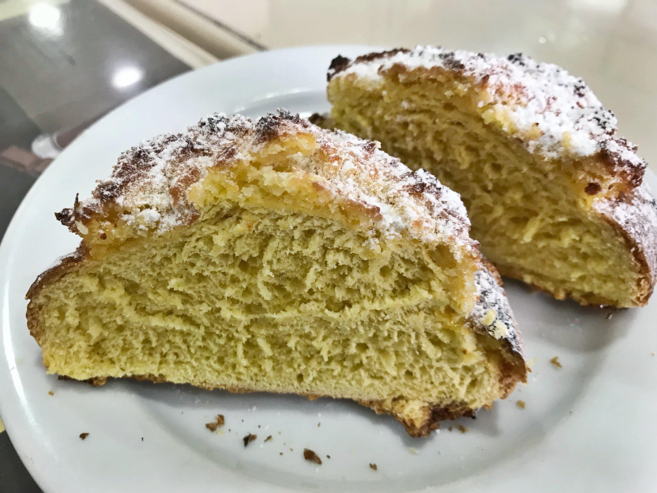 24hourkitchen-travel-guide-to-portuguese-pastries-pastelaria-lisbon-portugal-pao-de-deus