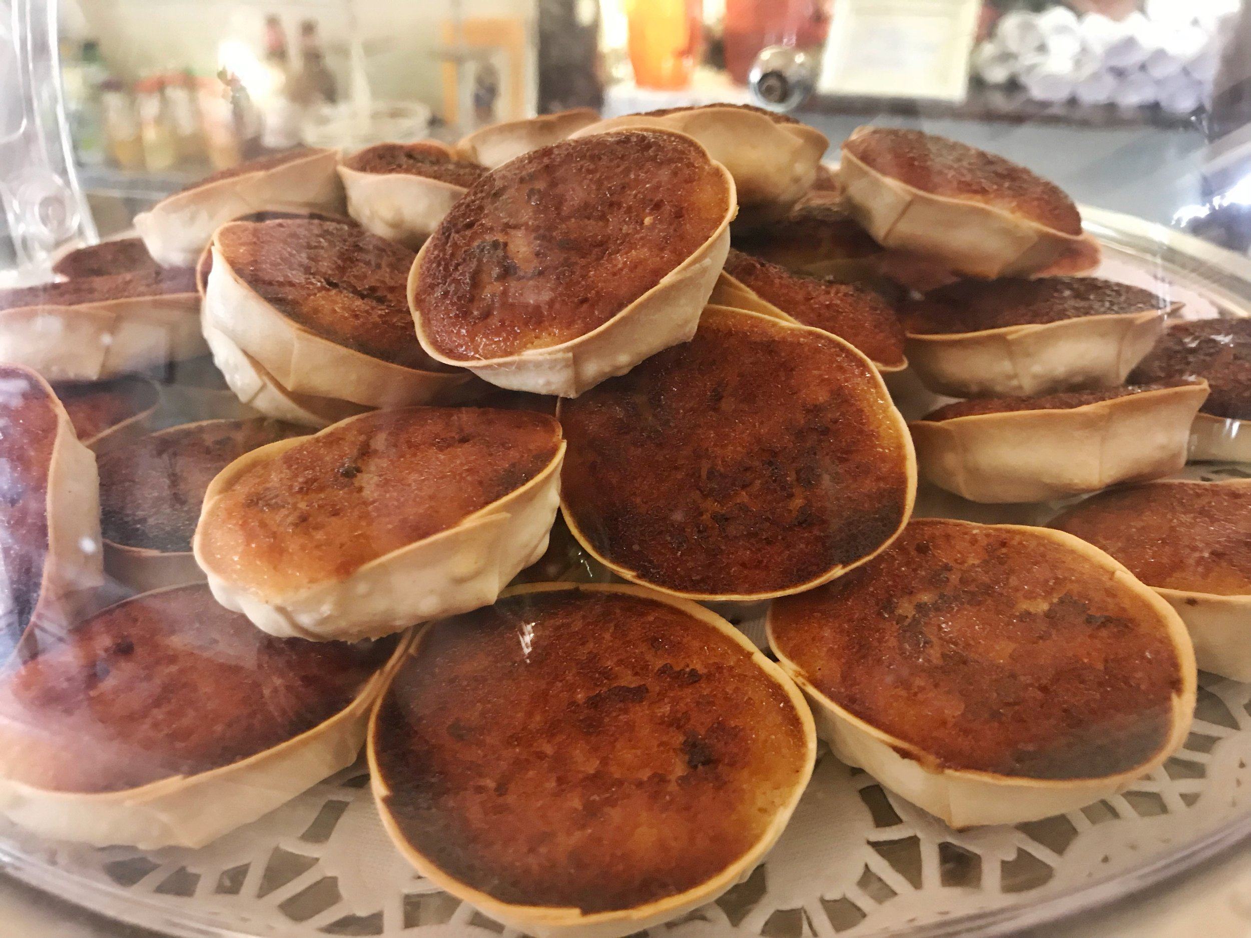 24hourkitchen-travel-guide-to-portuguese-pastries-pastelaria-lisbon-portugal-queijadas