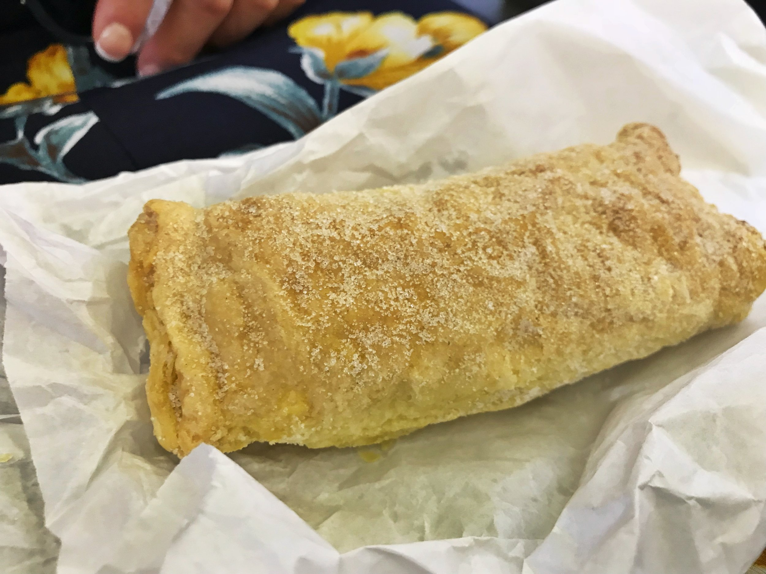24hourkitchen-travel-guide-to-portuguese-pastries-pastelaria-lisbon-portugal-travesseiro-de-sintra