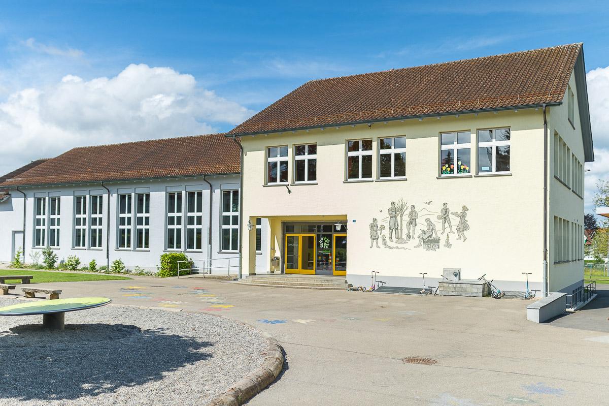 Im Schulhaus Märwil gehen zwei Unterstufen- und drei Mittelstufenklassen zur Schule. Alle Kinder der PSG Regio Märwil haben ihren Sportunterricht in der Turnhalle Märwil.