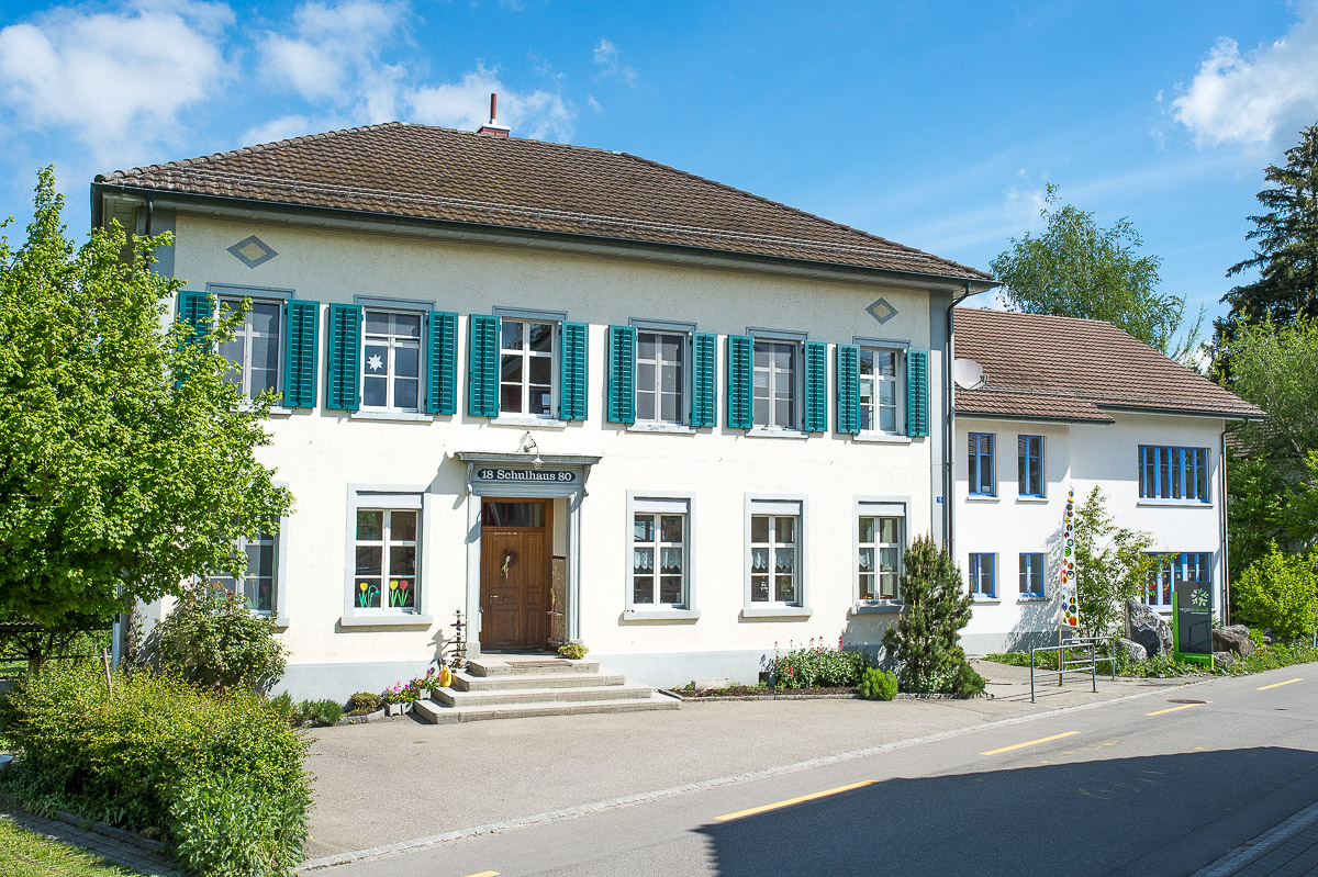 Im alten Schulhaus Friltschen findet das Textile Werken für alle Schülerinnen und Schüler der PSG Regio Märwil statt.