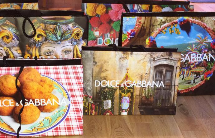 1507115804438.jpg--una_shopping_bag_di_dolce___gabbana_per_celebrare_la_fondazione_della_citto_di_siracusa.jpg