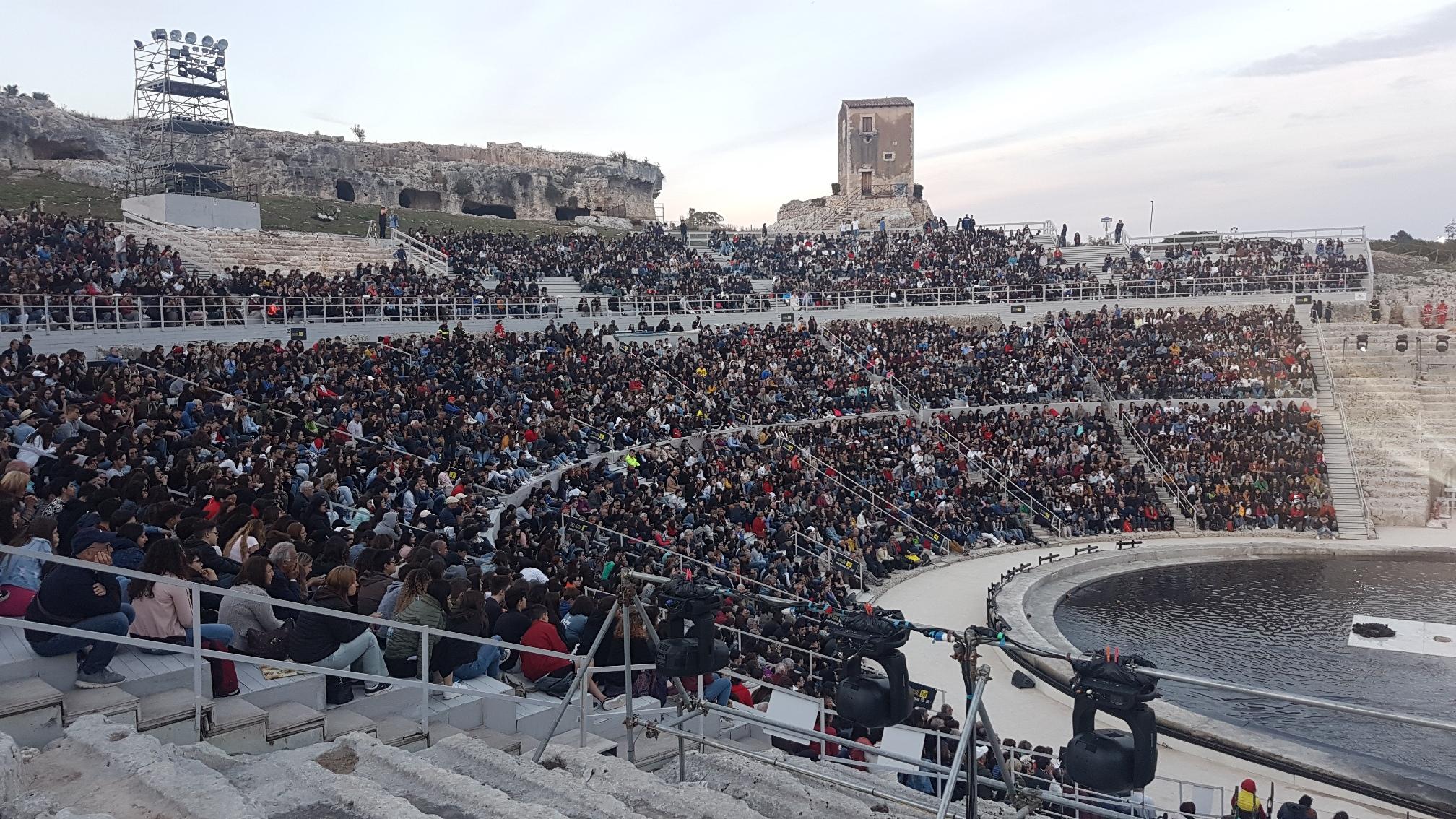 teatro greco di siracusa.jpg
