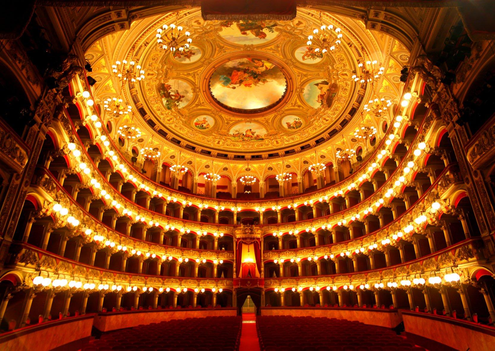 Teatro-Bellini-Catania.jpg