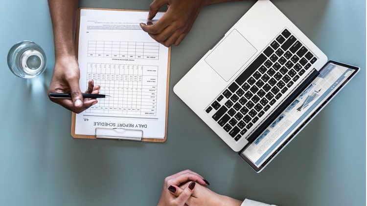 Årsbokslut & Årsredovisning - När räkenskapsåret är slut gör vi årsbokslut och årsredovisning, samt sköter kontakt med er eventuella revisor. För företag som själva sköter löpande redovisning kan vi ändå stå till tjänst med att upprätta årsbokslut och årsredovisning, och vid behov även koncernredovisning.