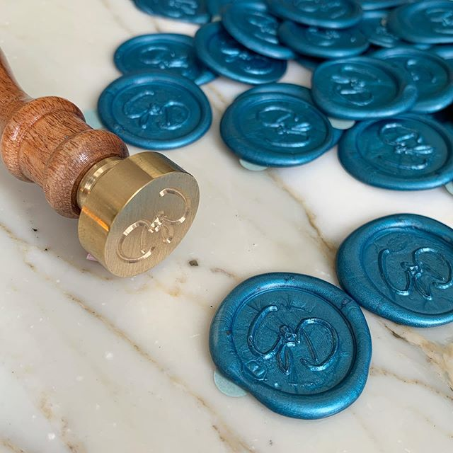 Bespoke blue wax stamps to seal the most gorgeous invitations 💙