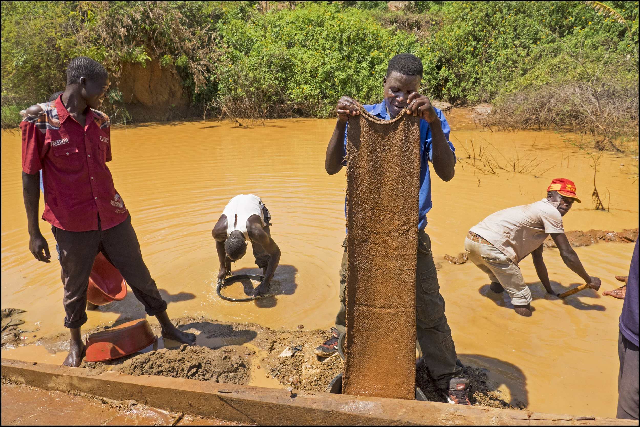Small scale gold mine (photo credit  Fairtrade UK )