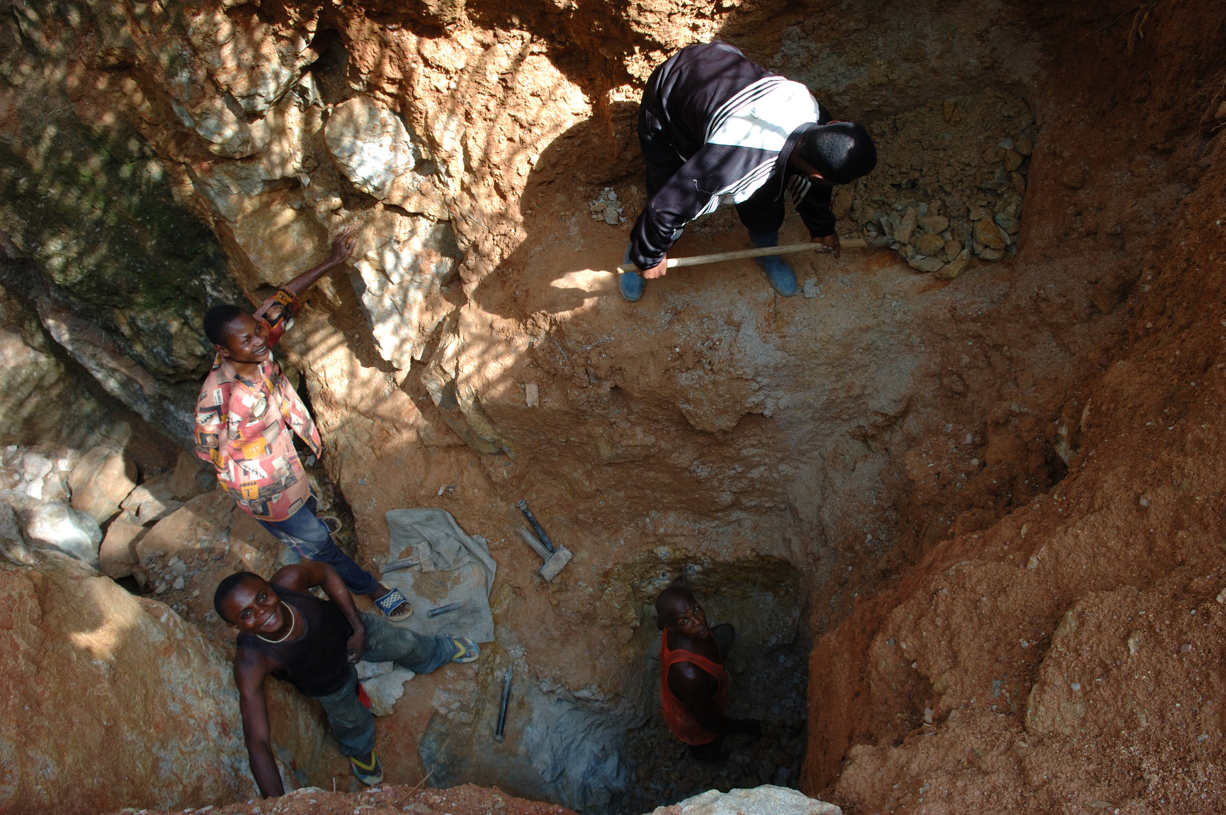 Small scale gold mining in Kailo, DRC (photo credit: Wiki Commons)