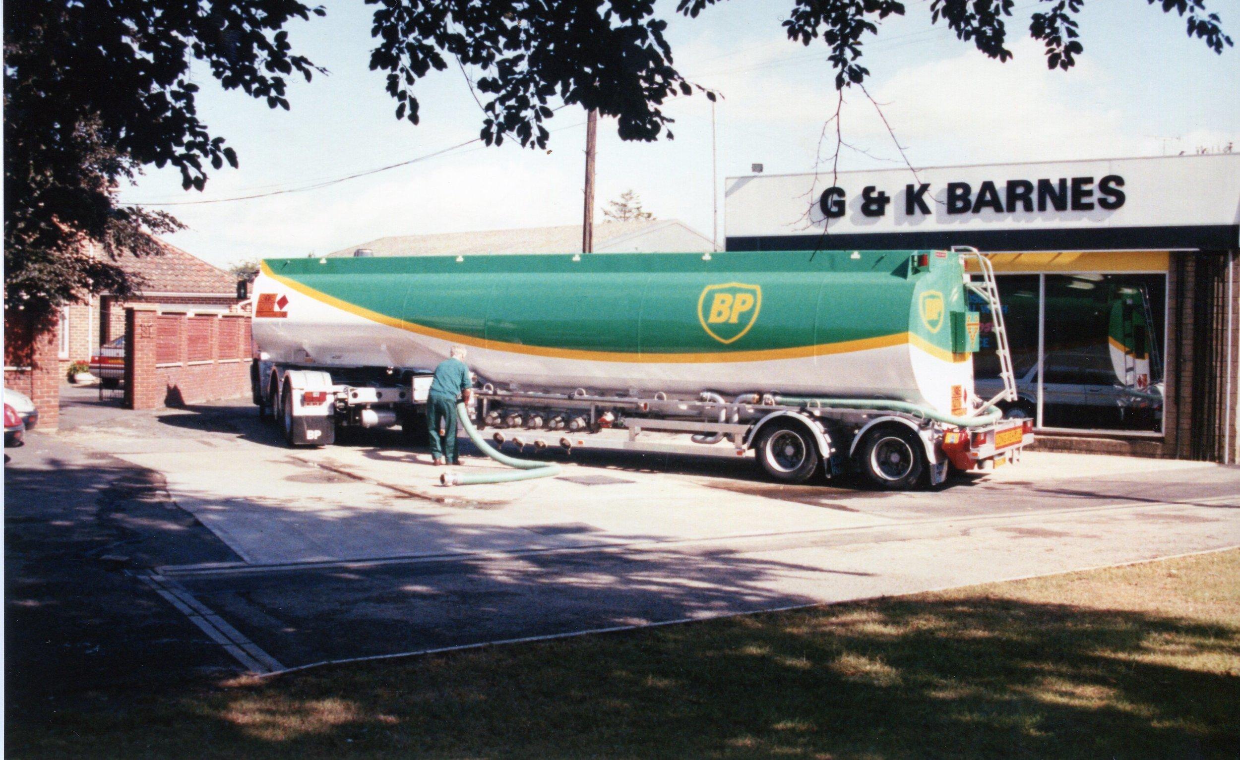 G & K Barnes tanker, Lyneham.jpg