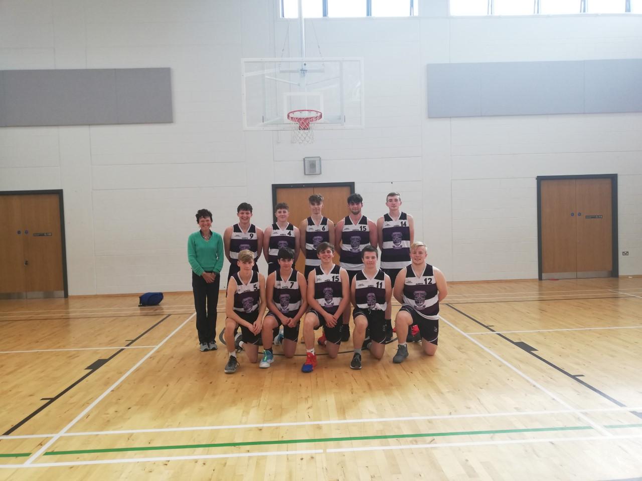 senior basketball team sept 19.jpg