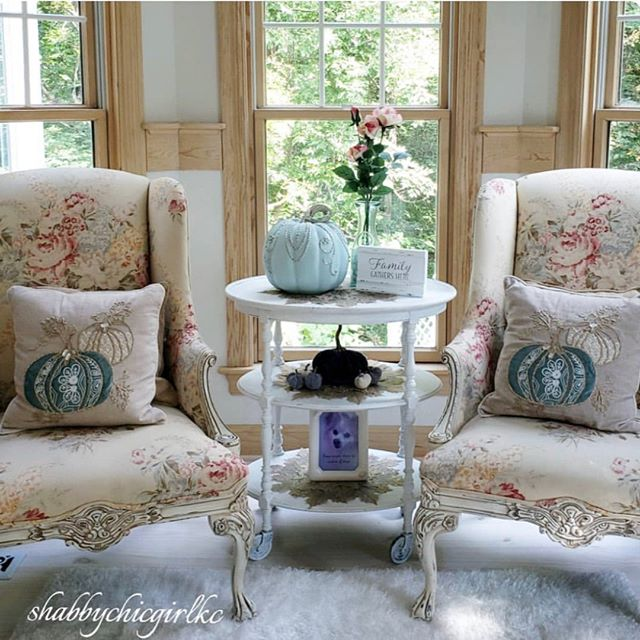 Kimberly from @shabbychicgirlkc knows that you don't have to bring out dark fabrics and spooky accents to celebrate fall. She does it with chairs upholstered in a floral fabric by Calico and a whole lot of pretty pumpkin details. If you want to get a similar look, shop floral fabrics via the link in our bio. #shabbychic #pumpkin #falldecor #CalicoDesign #interiordesign