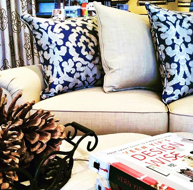 The Corner at @calico_eastcobb is decked out with pinecones, decor books, and gorgeous custom pillows—the perfect autumn combination. This Georgia store has everything you need to customize the home of your dreams. Stop in to speak with one of our design associates. #CalicoStores #CalicoDesign #interiordesign #homedecor #falldecor