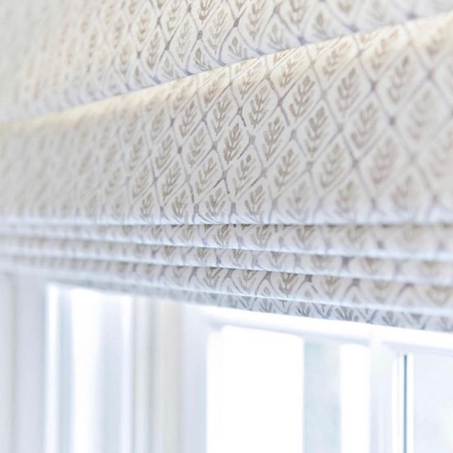 Even simple window treatments can transform a room. @ashleycolombointeriors added a custom roman shade to her client's all white kitchen to give it that extra polish. So refreshing! Photo by @afmphoto. #CalicoDesign #windowtreatments #windowshades #whitedecor #customwindowtreatments