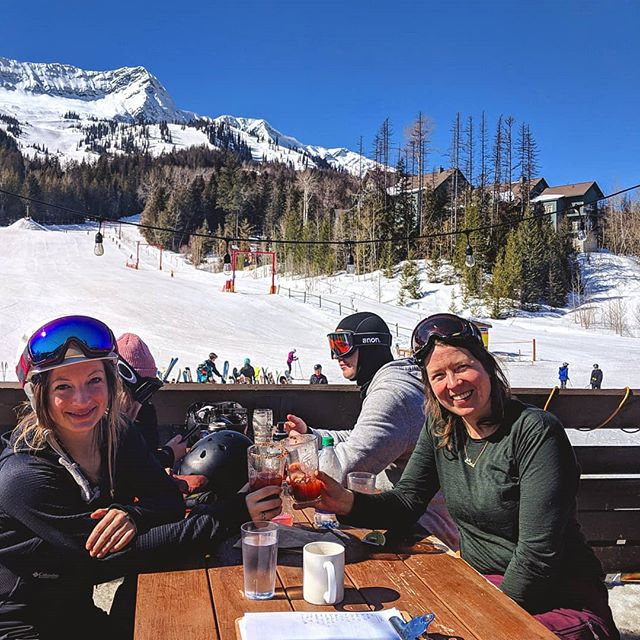 We're snorkel deep in patio season early this year! Spring has sprung, enjoy the clear skies while we have them!  #ferniestoke #rustyedgebar #ferniealpineresort #patioseason #spring #goggletan