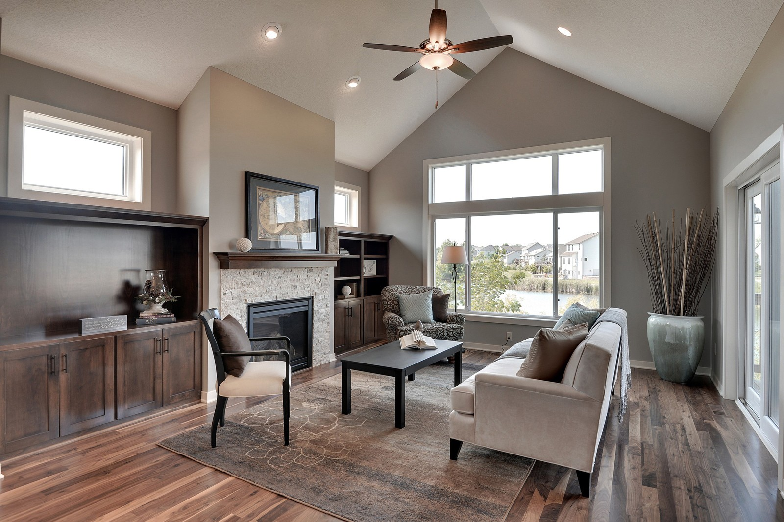 #184Interior- Iverson Homes.jpg