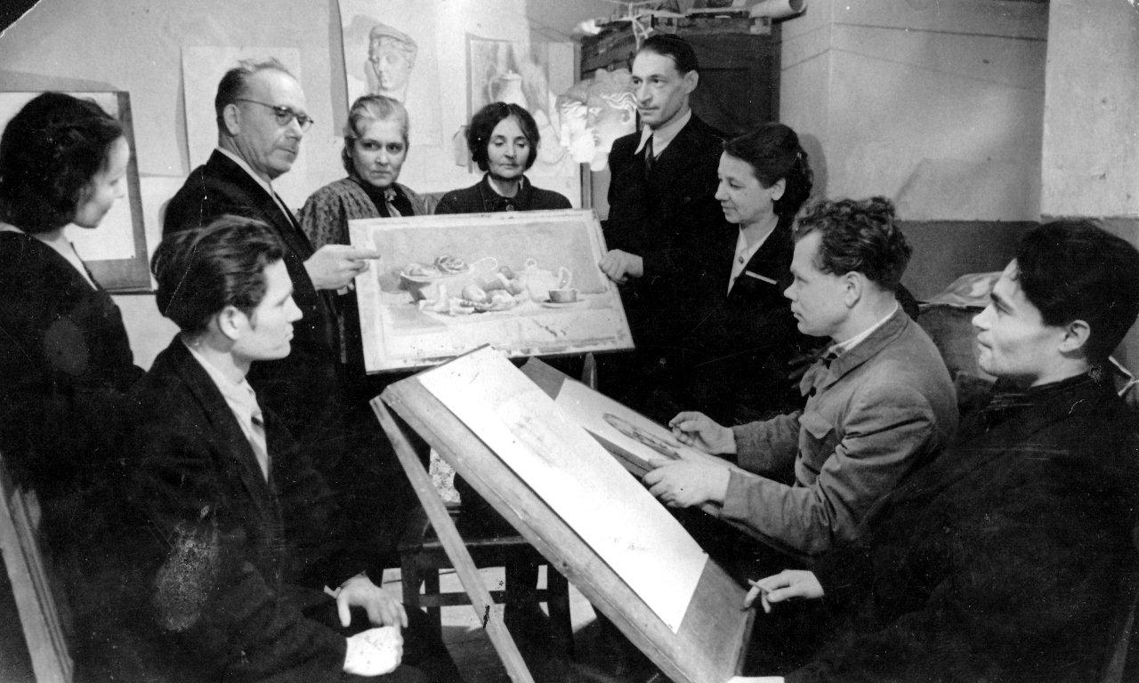 Teacher FK Shmelev shows Chetkov's work to fellow students at the Sverdlosk Art School, c. 1953