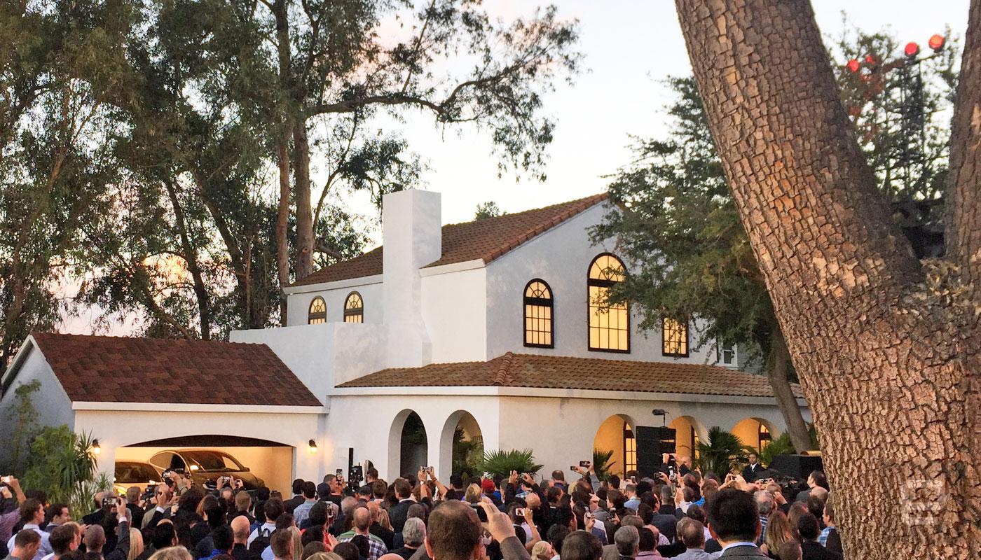 TESLA x SOLAR CITY I  Flowers : Chelsea Carter Events I  Coordination : Best Events I  Photographer : Tesla