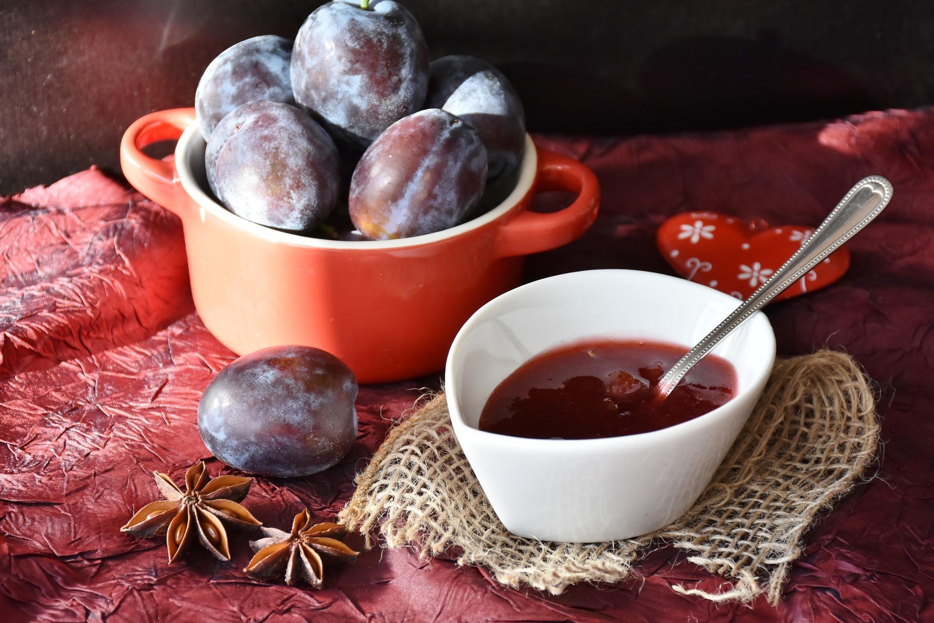 plums-1584181_1920.jpg