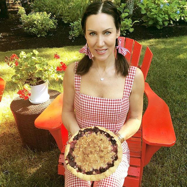 Come and get it! Sampling my Mixed Berry Pie this morning @greenthumborganicfarm  See you there! 👋🏼🍓🥧🍓🥧