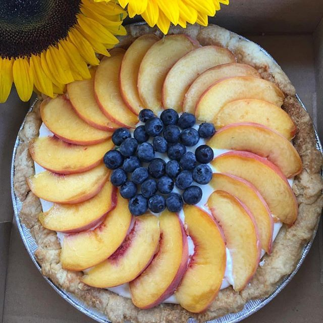 Summer Fruit Cream Pie available at @balsamfarms until the end of August 🌻🥧 Get it while you can!