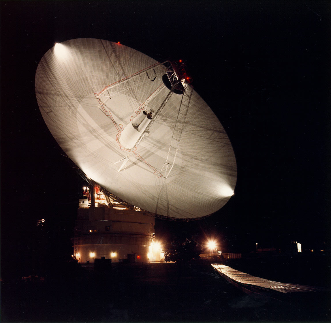 Night shot of the 70m antenna at Goldstone, California. Image credit: NASA