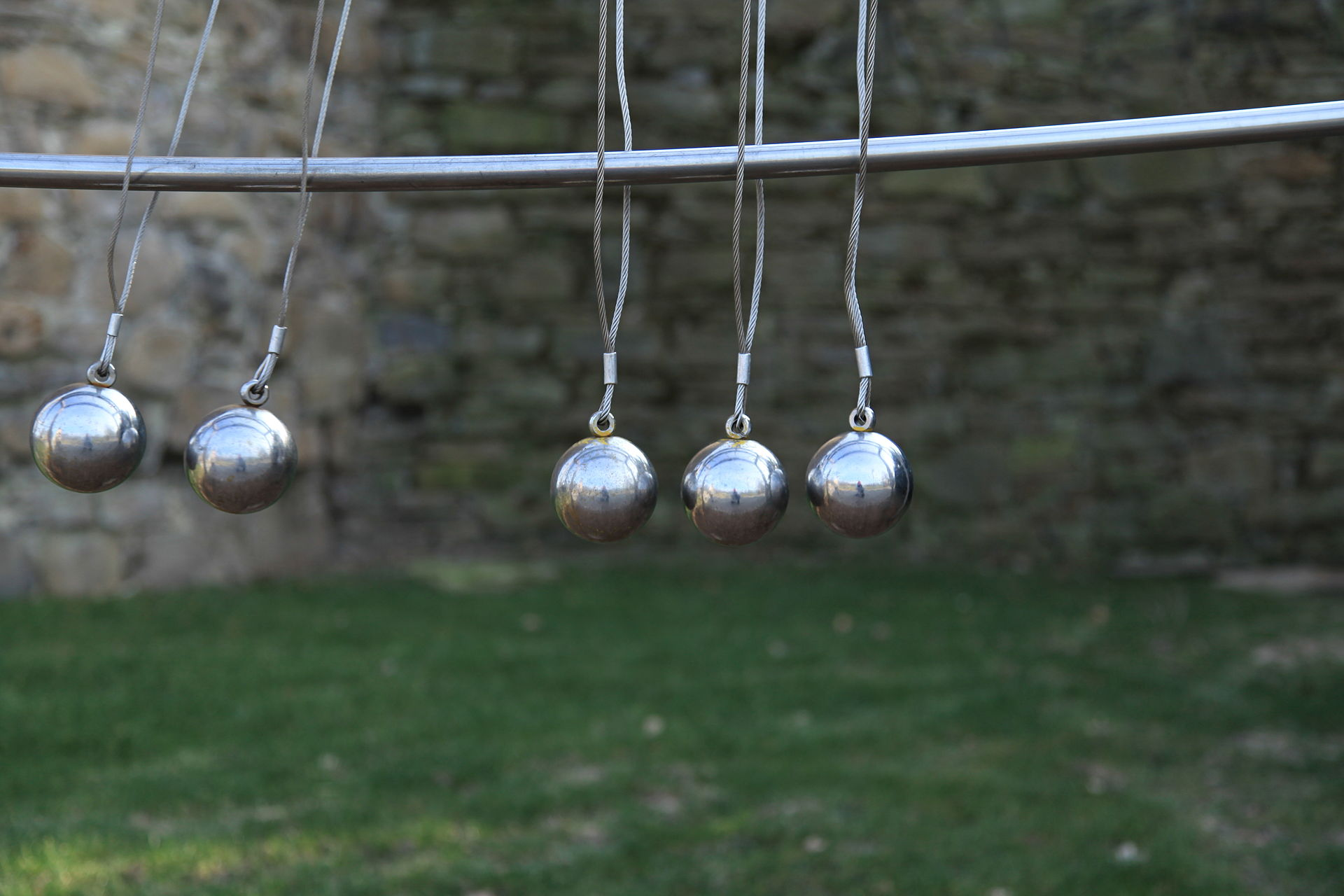A Newton's Cradle toy in Darlington-Park in Mülheim an der Ruhr. Image credit: Frank Vincentz, CC BY SA 3.0