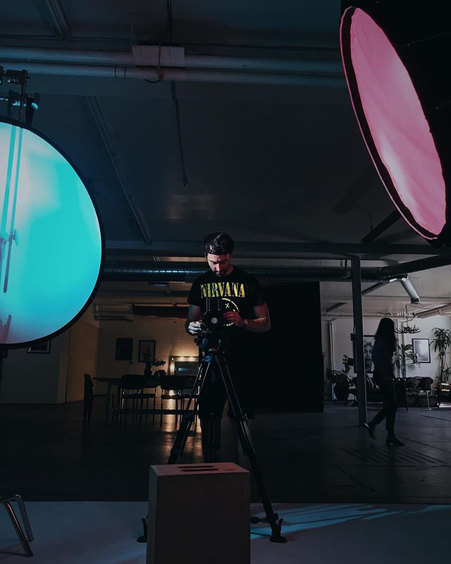 @rowbrent making portraits in the studio today. 📷: @chadkirklandphoto