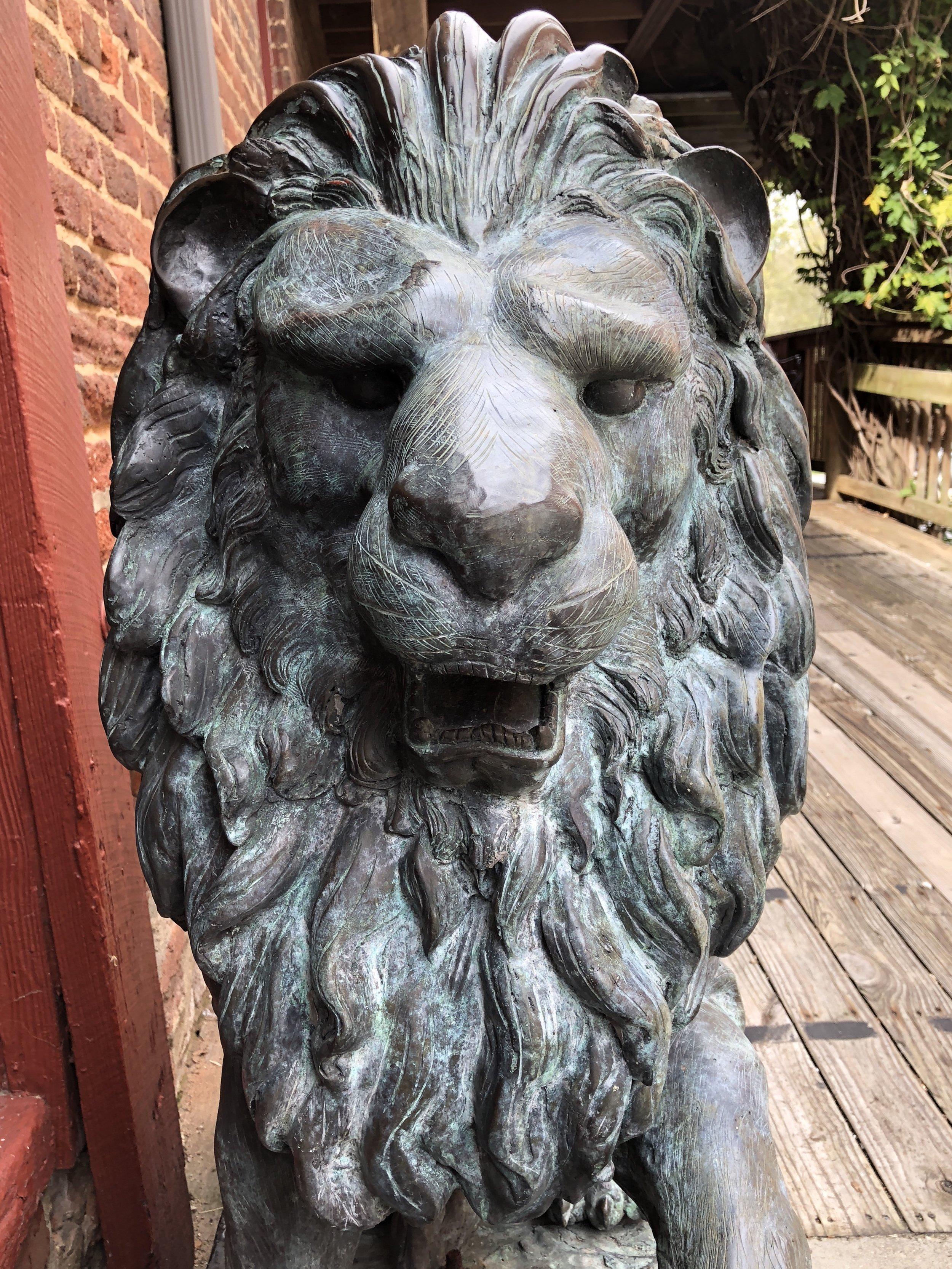 Glimsen-lion-statue.jpg