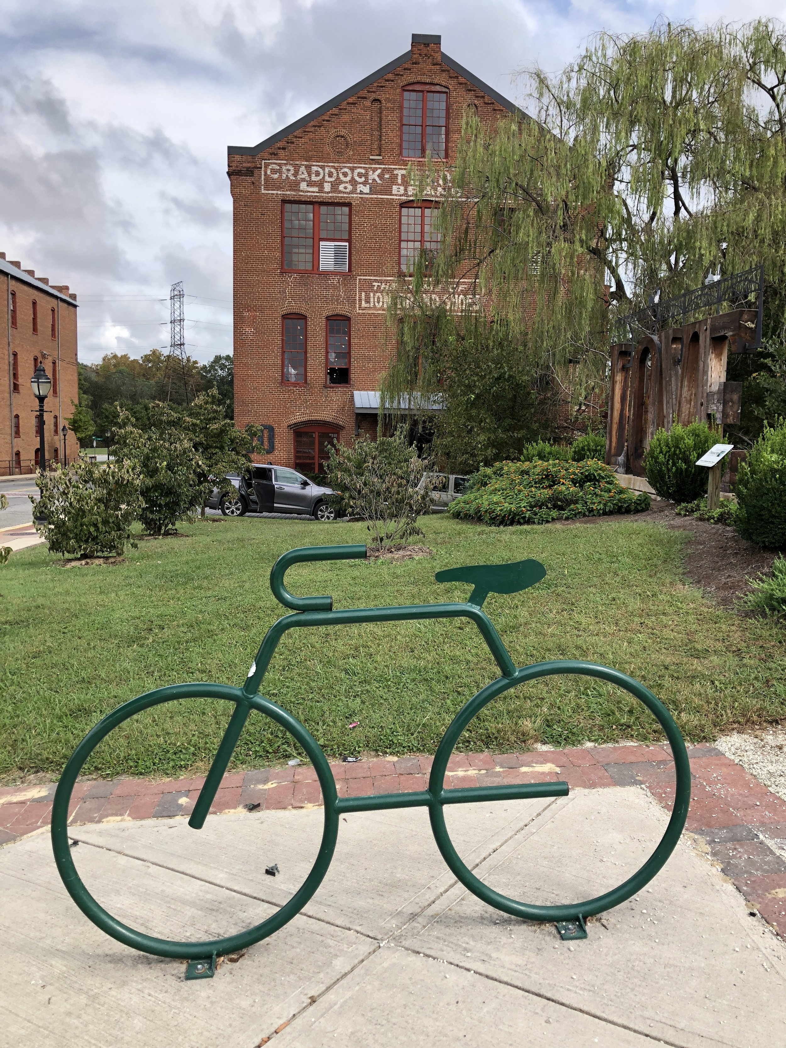 glimsen-bike-building-farmville.JPG