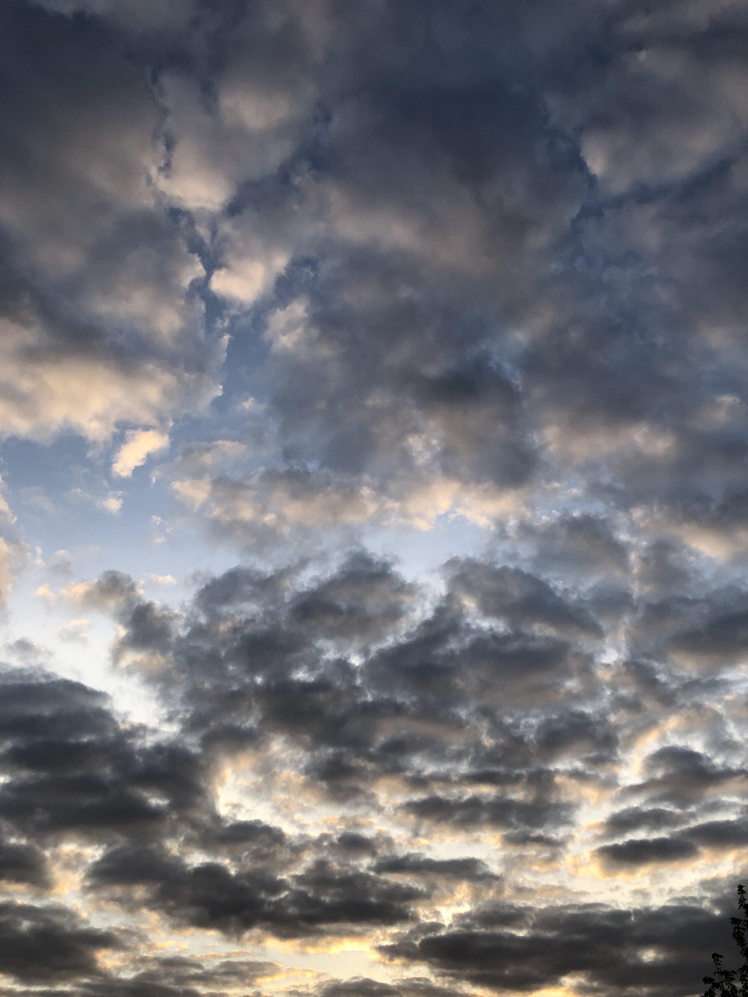 Glimsen-clouds-sunrise.JPG