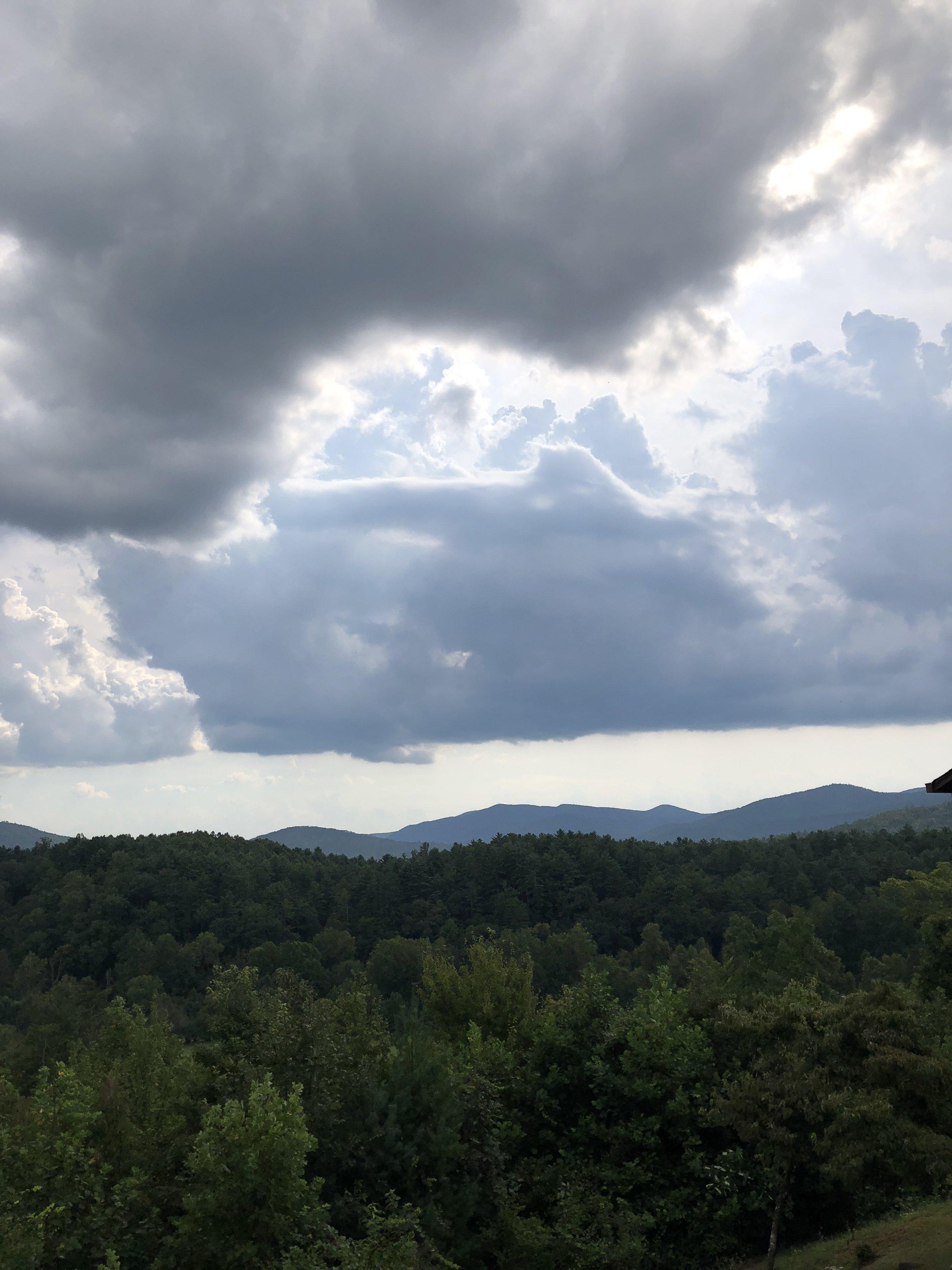 Glimsen-cloud-mountains.JPG