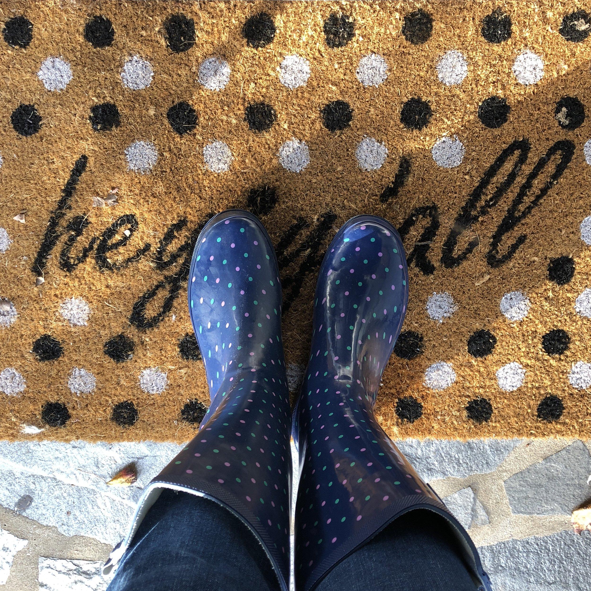 Glimsen-rain-boots-welcome-mat.jpg